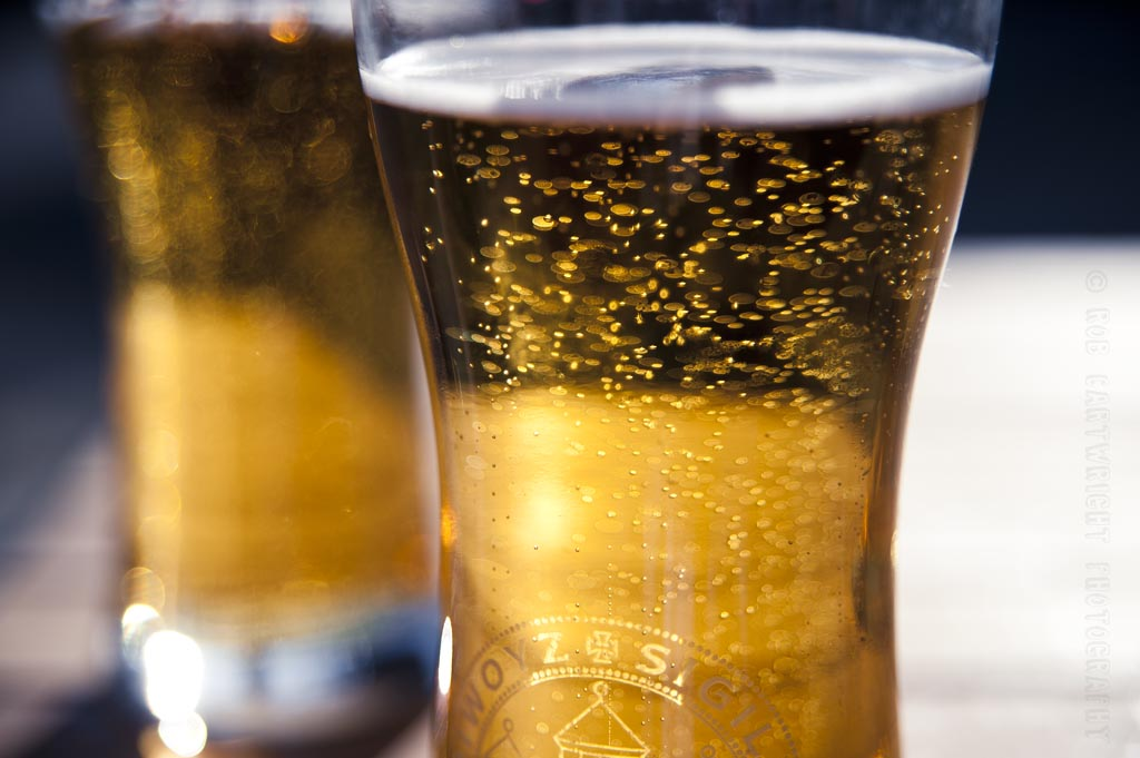 beer-bubbles-pint-alcohol-booly-mardys-bar-sun-sunny-summer-bokeh-dof-blur-photography-photo-picture-image-glasgow-scotland-nikon-d700-project365-365project-photoaday