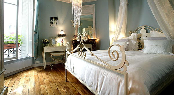 5 amazing parisian apartments you must see cuckooland blog for Bedroom ideas for girls in their 20s