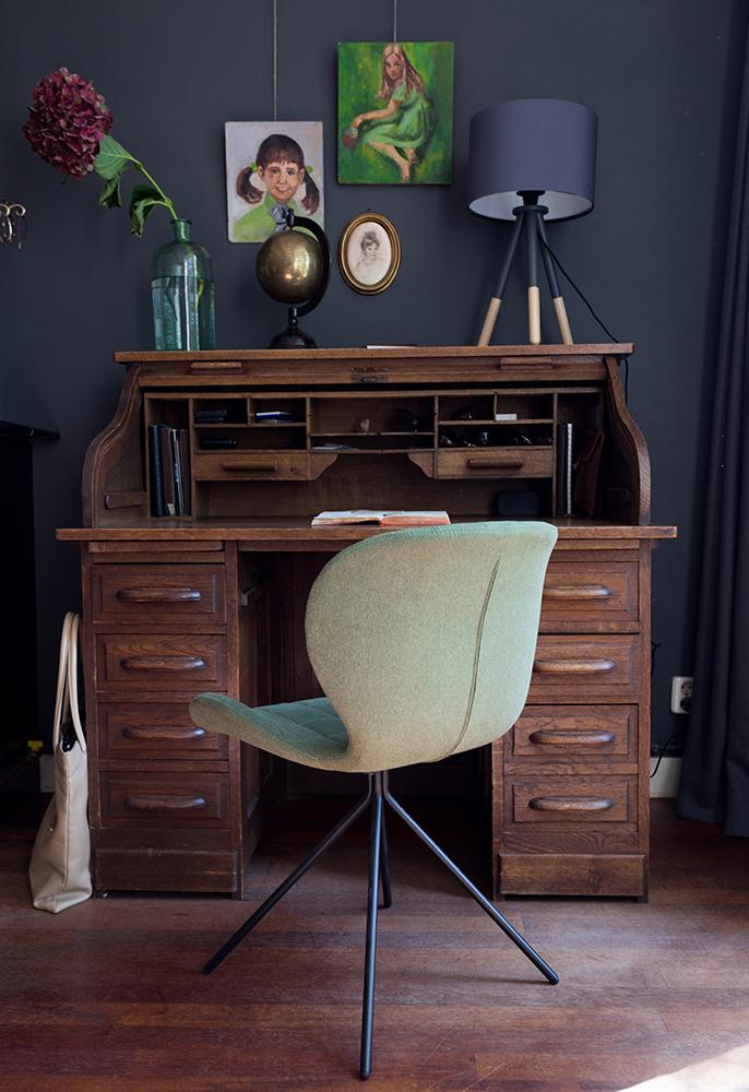 Caroline-Desk1