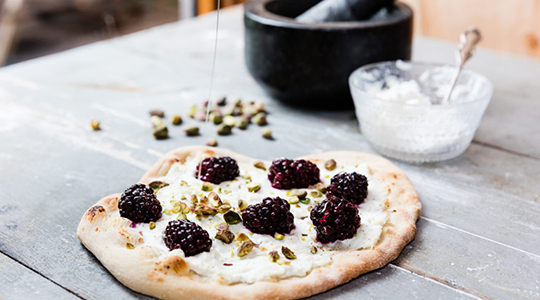 Blackberry-and-Ricotta-Pizza-by-Uuni